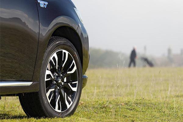 Mitsubishi outlander phev اقساطی تحویل فوری