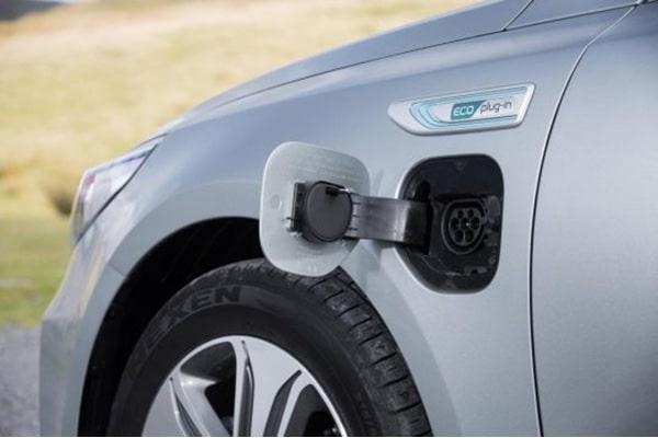 تفاوت خودرو های الکتریکی و هیبریدی