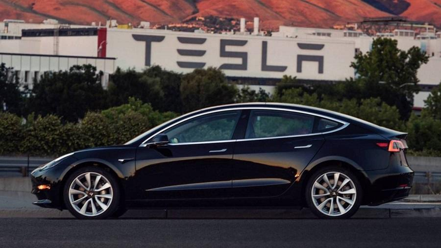 نمای کناری تسلا مدل اس، بهترین مدل میان خودروهای الکتریکی