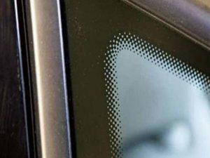 نقطههای سیاه روی شیشه خودرو