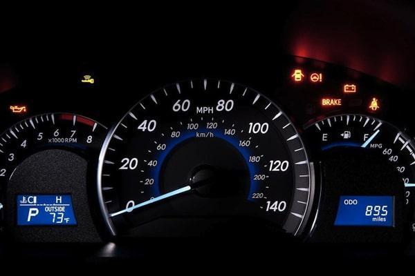 توجه به چراغ داشبورد برای نگهداری از موتور خودرو